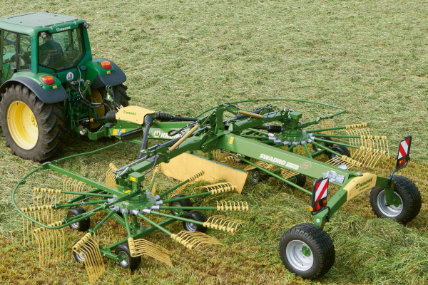Krone | Rotary Rakes | Twin Rotor Centre Delivery Rakes for sale at Hines Equipment, A full-service equipment dealer in Central Pennsylvania.